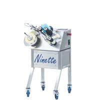 Ninette I – Halbautomatische Etikettiermaschine für zylindrische Produkte für 1 Etikett